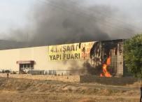 MUSTAFA GÜL - Fuar Merkezinde Korkutan Yangın