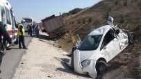 YEŞILKENT - Kamyon İle Otomobil Çarpıştı; 2 Yaralı