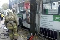 ELEKTRİKLİ OTOBÜS - Moskova'da Otobüs Yayaları Ezdi