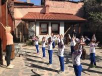 YOGA EĞİTMENİ - Müzede Yoga Dersi