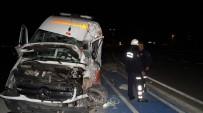 AMBULANS ŞOFÖRÜ - Antalya'da Hasta Bebeği Taşıyan Ambulans İle Tır Çarpıştı Açıklaması 3 Yaralı