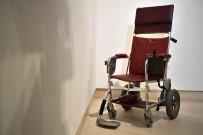 CAMBRIDGE - Fizikçi Hawking'in Tekerlekli Sandalyesi Satışa Çıkarıldı