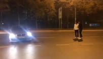 SÜRÜCÜ BELGESİ - (Özel) İstanbul'da Lüks Otomobilli Magandalar Caddeyi Trafiğe Kesip 'Drift' Yaptı