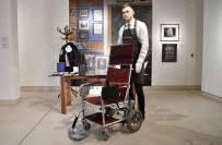 CAMBRIDGE - Stephen Hawking'in Tekerlekli Sandalyesi Satışa Çıkarıldı