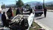 GAZIOSMANPAŞA ÜNIVERSITESI - Tokat'ta Otomobil Devrildi Açıklaması 2 Yaralı