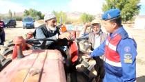 YEŞILÖZ - Traktör Römorklarına Reflektör Uygulaması