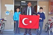 Türk Bayrağını Öpen Koca Yürekli Çocuklar O Anki Duygularını Anlattı