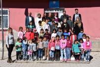 Üniversite Öğrencilerinden Köy Okuluna Kırtasiye Desteği