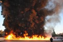 YANGIN TÜPÜ - Yanan Yağ Yüklü Tır Uzun Uğraşlar Sonucu Söndürüldü