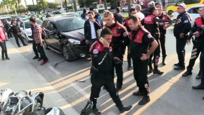 Adana'da Motosikletli Polis Ekibi Kaza Yaptı Açıklaması 2 Yaralı
