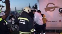 Ağaca Çarpan Kamyonetin Sürücüsünü İtfaiye Kurtardı
