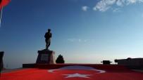 AKUT, Kocatepe'de Metrelerce Uzunlukta Türk Bayrağı Açarak Atatürk'ü Andı