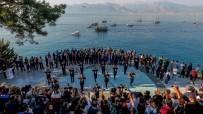 SU SPORLARI - Ata'ya Saygı Yürüyüşüne Zeybek Oynayan Kadınlar Damga Vurdu