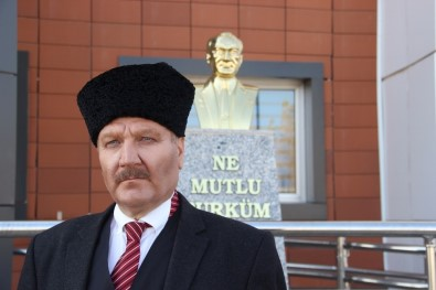 Atatürk'e Benzeyen Teknisyen Dikkat Çekiyor