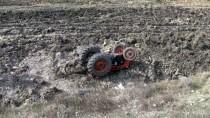 Balıkesir'de Traktör Şarampole Devrildi Açıklaması 1 Ölü, 1 Yaralı