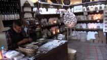 SANAT ESERİ - Çankırı'nın Tanıtımı İçin Kaya Tuzundan Hediyelik Yapıyor