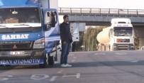 ÖLÜM YILDÖNÜMÜ - Hadımköy Gişelerinden Geçen Sürücülerden Ata'ya Saygı Duruşu