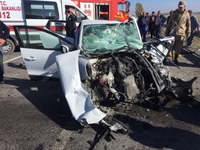 Otomobille tır çarptı; 3 ölü