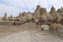 KAÇAK YAPI - Kapadokya'da Kaçak Binanın Üzeri Toprakla Örtüldü