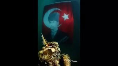 Kuşadası'nda Atatürk İçin Su Altında Anma Etkinliği