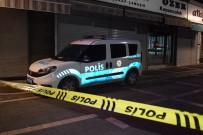 YENI CAMI - Malatya'da Bıçaklı Kavgada Kan Aktı Açıklaması 1 Yaralı 3 Gözaltı