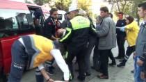 Minibüs Ticari Araca Çarptı Açıklaması 4 Yaralı