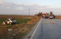 Otomobiller Çarpıştı Açıklaması 1 Ölü, 4 Yaralı
