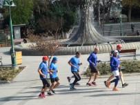 TAKSIM MEYDANı - (Özel) Vodafone İstanbul Maratonu İçin İstanbul'a Gelen Faslılar, Taksim Meydanı'nda Antrenman Yaptı