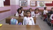Yavru Kertenkeleye Minik Öğrenciler Sahip Çıktı