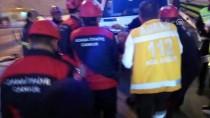 Adana'da Otomobil Refüje Çarptı Açıklaması 2 Yaralı