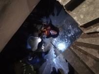 Asansör Boşluğuna Düşen Kadını İtfaiye Kurtardı