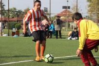 KAVAKLı - Down Sendromlu Çocuklar Farkındalık İçin Futbol Sahasına Çıktı