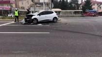 DOĞANLı - Hafif Ticari Araç İle Otomobil Çarpıştı Açıklaması 4 Yaralı