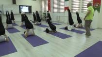 YOGA EĞİTMENİ - Öğrenciler Sınav Stresini 'Yoga' İle Yenecek