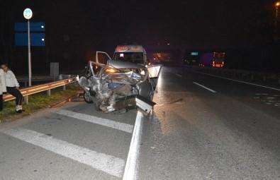 Panelvan İle Otomobil Çarpıştı Açıklaması 3 Yaralı