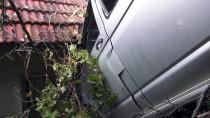 Sürücünün El Frenini Çekmeden Park Ettiği Minibüs Uçuruma Düştü