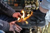 Ayakkabıları Ateşle Boyuyor