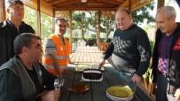 Burhaniye'de Mevsimlik İşçilere Pastalı Uğurlama