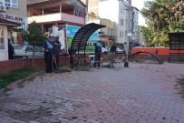 ULU CAMİİ - Dinar'da Parkların Bakım Ve Temizliği Yapılıyor