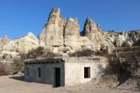 KAÇAK YAPI - Kapadokya'da Üzeri Toprakla Kapatılan Kaçak Yapı Yıkıldı