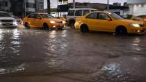 SAĞANAK YAĞIŞ - Kerkük'te Şiddetli Yağış Hayatı Olumsuz Etkiledi