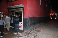 Bakkal Yangında Kül Olurken İtfaiye Aracı Dar Sokaklardan Geçemedi