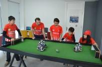 Denizlili Minikler Robotlara Yapay Zeka Yükleyip Futbol Oynatıyor