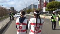 Gönüllü Öğrenciler, Polislerle Birlikte Sürücüleri Uyardı