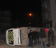 SERVİS ARACI - Hafif Ticari Araç İle İşçi Servisi Çarpıştı Açıklaması 4 Yaralı