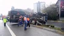 HAFRİYAT KAMYONU - Kadıköy'de Trafik Kazası