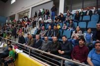 Kartepe Belediyespor Voleybolda Liderliği Bırakmıyor
