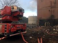 Küçükçekmece'de Eski Bir Tül Fabrikasında Yangın Çıktı