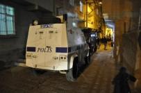 Maskeli İki Grup Arasında Silahlı Çatışma Açıklaması 2 Yaralı