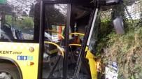BELEDIYE OTOBÜSÜ - Otobüs Duvara Çarptı Açıklaması 8 Yaralı